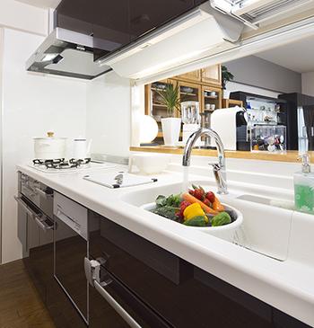 I型からI型へ、L型からL型へ、キッチン設備だけを交換するシンプルなリフォームです。