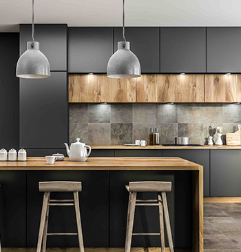 キッチン設備と一緒に、周囲の内装もリフォームするパターン。